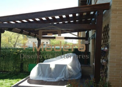 Pérgola madera independiente decorativa con lamas
