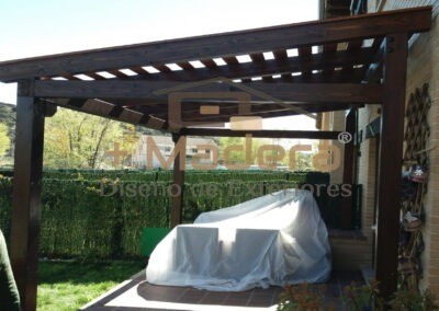 Pérgola madera independiente decorativa con lamas 13-3